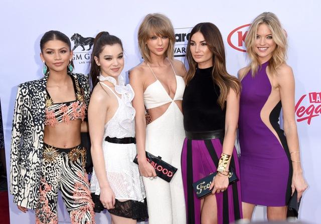 Taylor Swift đến tham dự lễ trao giải Billboard Music Awards 2015 với các cô bạn thân - những người sẽ góp mặt vào MV Bad Blood của cô.