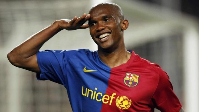 Etoo là một trong ba cầu thủ từng vô địch Champions League liên tiếp trong màu áo 2 CLB khác nhau.