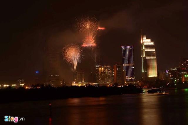 Sông Sài Gòn lung linh trong ánh sáng
