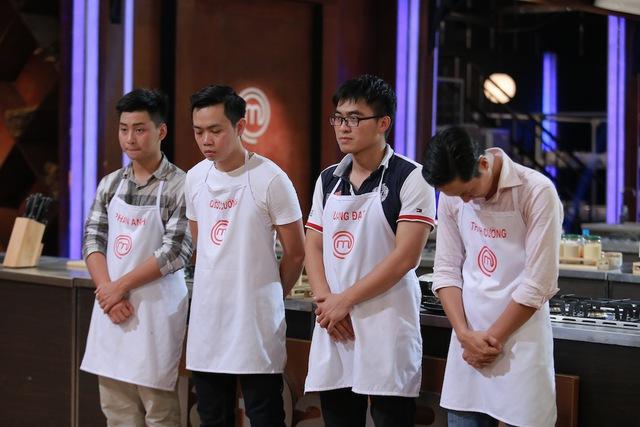 Ba thí sinh tiềm năng (thứ 2 từ trái sang) gồm Quốc Cường, Quang Đạt và Thanh Cường có món ăn dở.