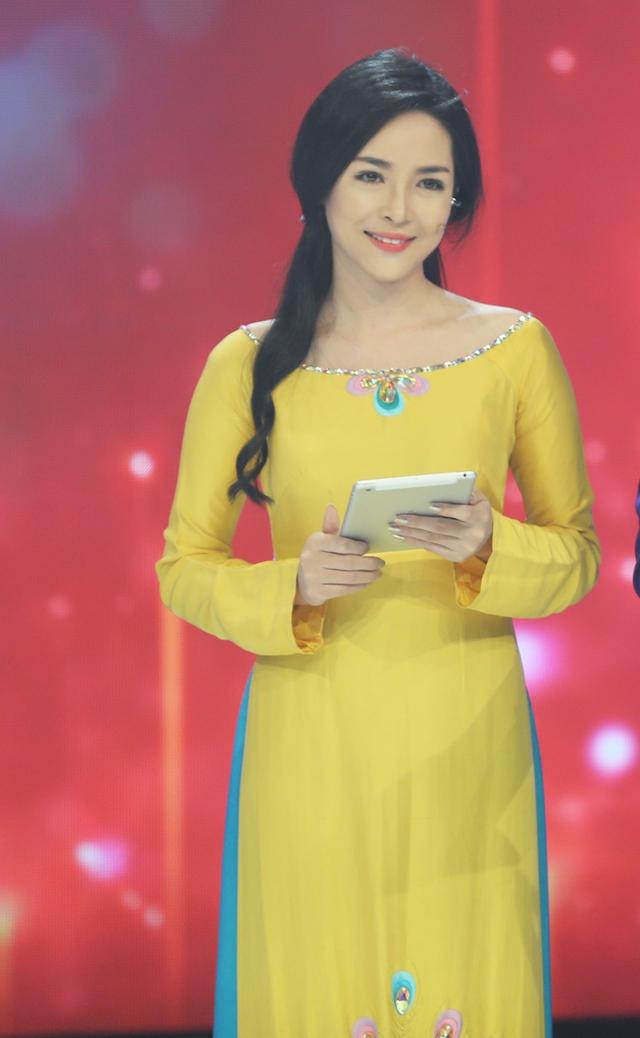 Còn với Vũ Thanh Quỳnh, đây là lần đầu tiên cô làm MC nhưng vẫn tỏ ra tự tin.