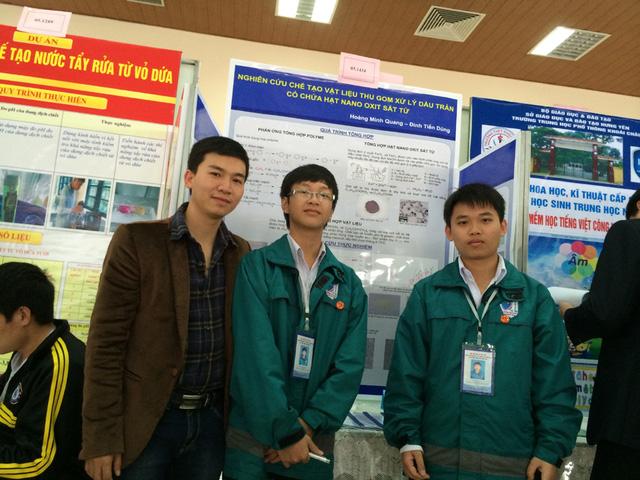 Hai học sinh lớp 11A2 của trường THPT Nguyễn Tất Thành là Đinh Tiến Dũng và Hoàng Minh Quang giành giải nhì tại cuộc thi khoa học kĩ thuật cấp quốc gia dành cho học sinh trung học khu vực phía Bắc.
