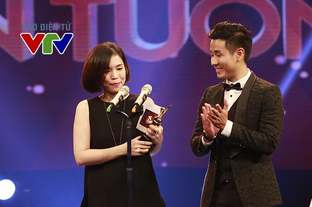 Giải thưởng ở hạng mục Chương trình ca nhạc ấn tượng đã thuộc về The Remix - Hòa âm ánh sáng.