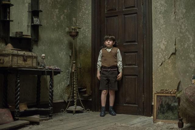 Cậu bé Edward trong phim (Ảnh: imdb)