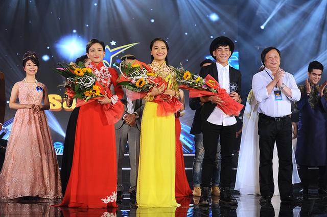 Ba thí sinh giành giải Triển vọng: Bùi Thị Cẩm Huyền, Hoàng Thị Ái Linh, Lê Hồng Phi.