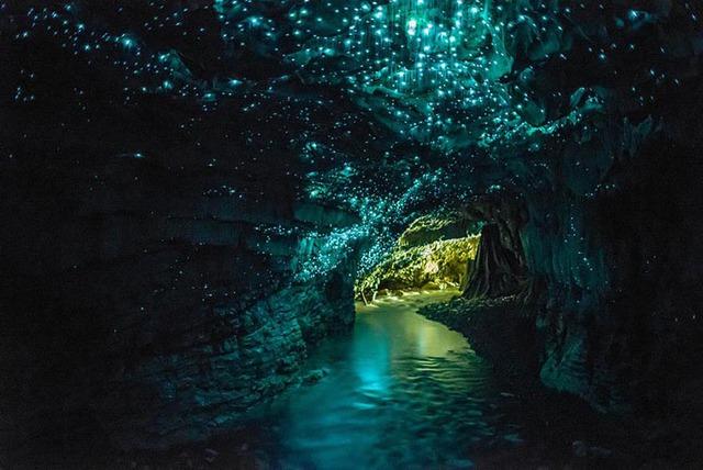 1. Hang động phát sáng Glowworms ở New Zealand