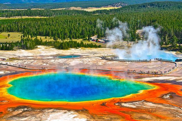 Suối nước nóng Grand Prismatic ở Wyoming, Mỹ