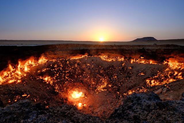 26. Miệng núi lửa Derweze ở Turkmenistan