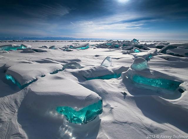 Bãi đá hồ Baikal ở Nga