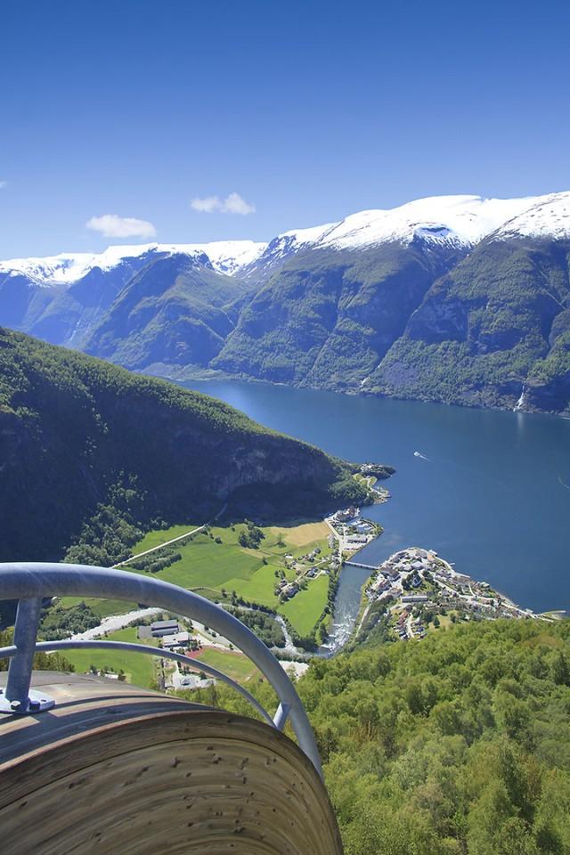 Con đường Stegastein nổi tiếng nằm trên độ cao 650m.