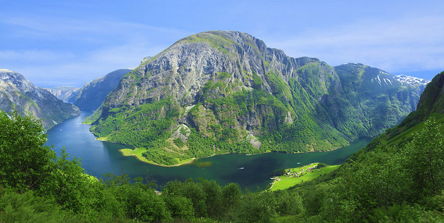 Hình ảnh Naeroyfjorden kỳ vĩ và bao la.