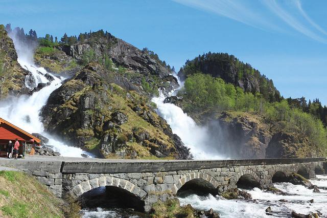 Thác nước Latefossen cũng là điểm khó bỏ qua với nhiều du khách.