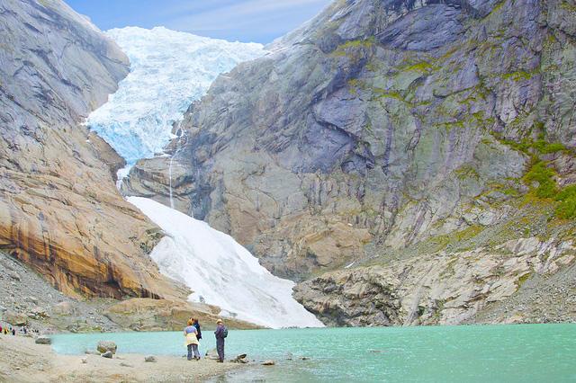 Vào mùa đông, nhiều du khách còn thích ghé thăm vùng Briksdalsbreen.