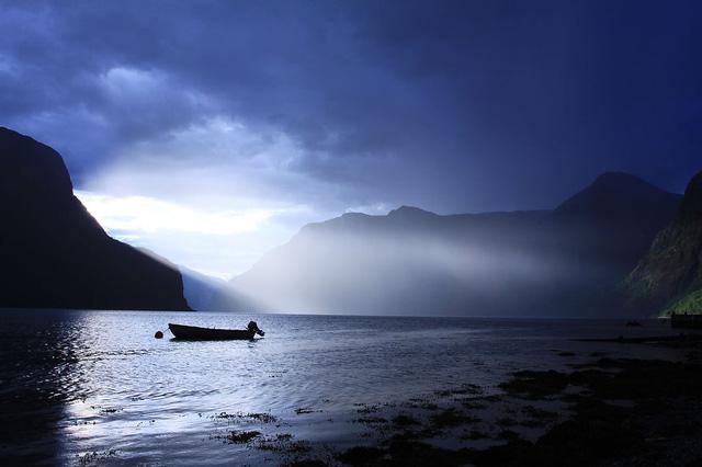 Những đám mây mù báo hiệu mưa lớn ở vùng đất Aurlandsfjord.