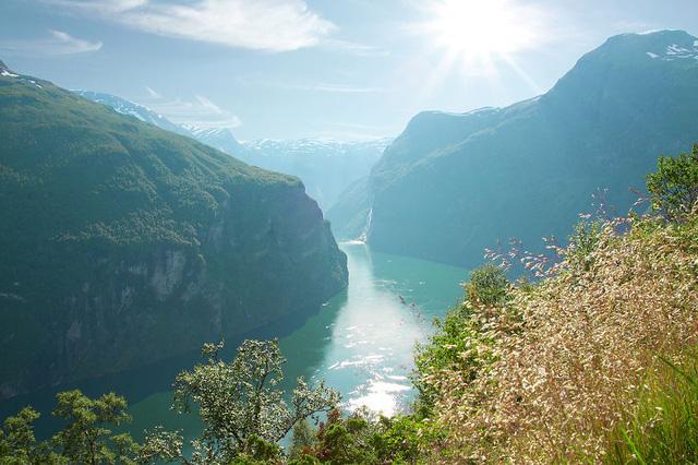Quang cảnh núi sông đẹp kỳ vĩ ở vùng Geirangerfjord.