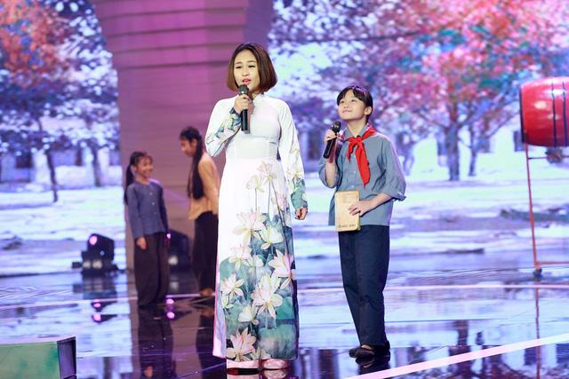 Chương trình còn có sự góp mặt của Thiện Thanh - con gái diva Thanh Lam và nhạc sĩ Quốc Trung. Thiện Thanh thể hiện ca khúc Em yêu trường em cùng bé Kim Anh - thí sinh của Bước nhảy hoàn vũ nhí 2014.