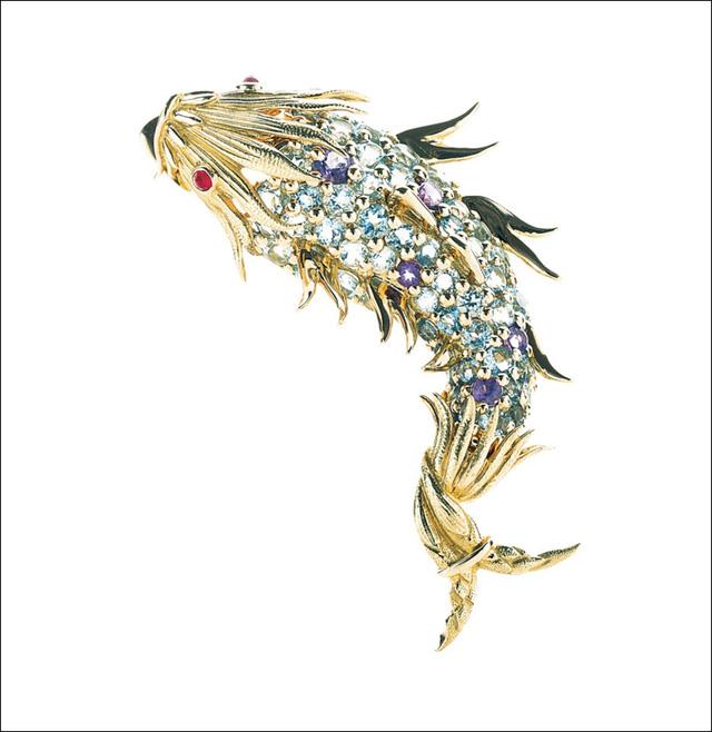 Đồ trang trí hình con cá lấp lánh do Jean Schlumberger thiết kế.