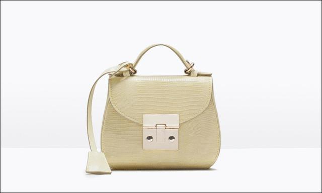 Túi xách mini với tông màu nude trang nhã.