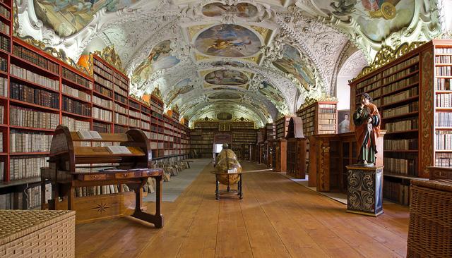 Thư viện Strahov nằm ở thủ đô Prague (CH Czech) vừa là nơi lưu giữ nhiều sách quý, vừa là nơi trưng bày một số tác phẩm nghệ thuật đặc sắc. Trần nhà tại đây cũng chính là những bức tranh tuyệt đẹp.