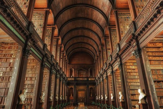 Thư viện Bodleian ở Oxford (Anh) không chỉ là nơi rộng lớn lưu giữ nhiều cuốn sách, mà còn là nơi tôn vinh nhiều danh nhân.