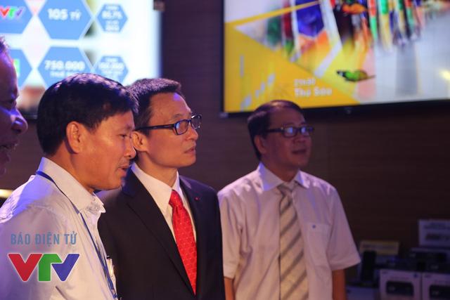 Phó Thủ tướng thăm gian hàng của Đài THVN