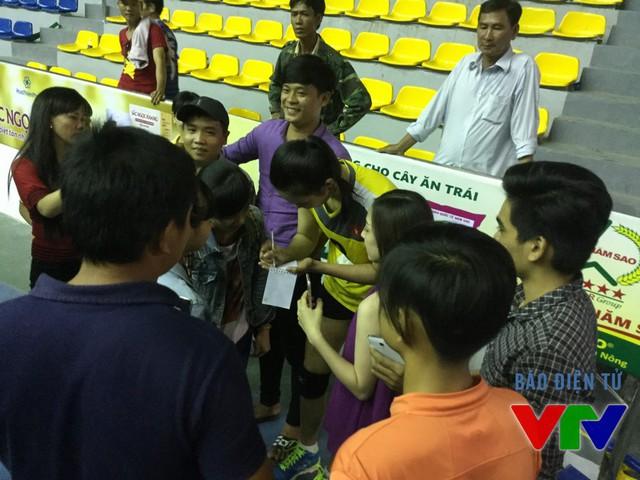 Thúy nhận được rất nhiều sự quan tâm của khán giả Bạc Liêu sau những chiến thắng liên tiếp của ĐT Việt Nam