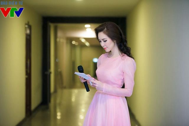 Thụy Vân xinh đẹp lộng lãy trong bộ váy của NTK Hà Duy.