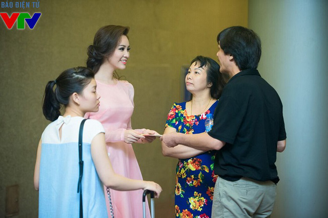 Bố mẹ của Á hậu Thụy Vân cũng tới tham dự đêm nhạc này.