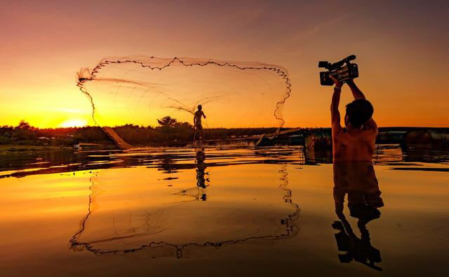 Tác phẩm Tác nghiệp trên sông của tác giả Bùi Việt Hưng, Đài PT-TH Bình Dương