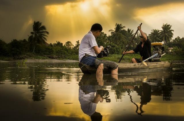 Tác phẩm Khoảnh khắc trong phóng sự về cuộc sống nhân dân vùng sông nước của tác giả Bùi Việt Hưng, Đài PT-TH Bình Dương