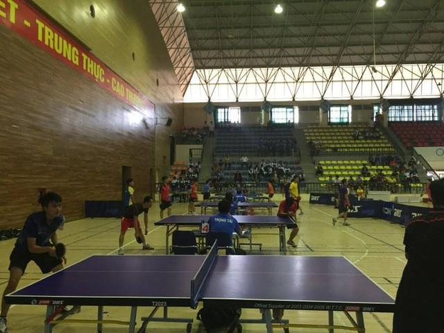Các VĐV tham gia tranh tài ở 7 nội dung của 4 môn thi đấu: bóng đá, kéo co, bóng bàn và cầu lông