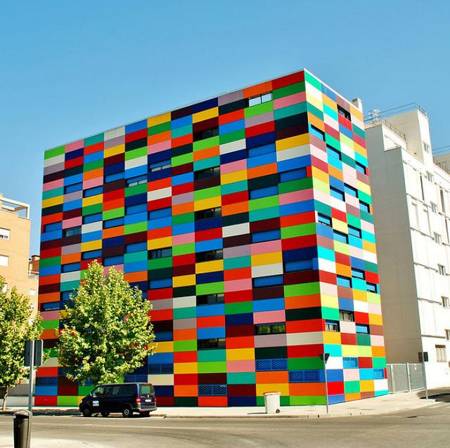 Tòa nhà này ở Madrid (Tây Ban Nha) trông như những mảnh ghép Lego.