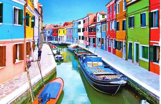 Dãy phố với mỗi nhà một màu ở Burano (Italy)