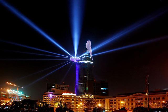 Hệ thống ánh sáng Laser 3D tại tòa tháp Bitexco Financial Tower
