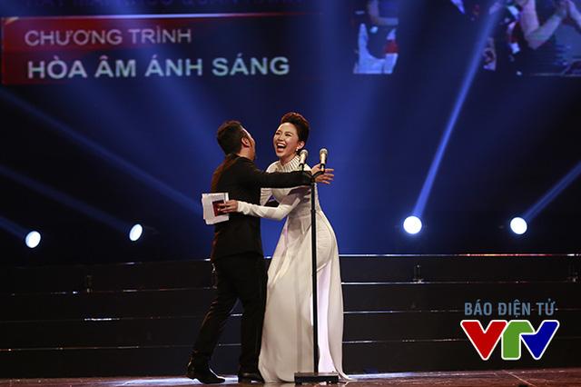 Tóc Tiên vui mừng khi biết chương trình chiến thắng ở hạng mục Sân khấu ấn tượng tại VTV Awards 2015 là The Remix - Hòa âm ánh sáng - Một chương trình mà cô đã tham gia.
