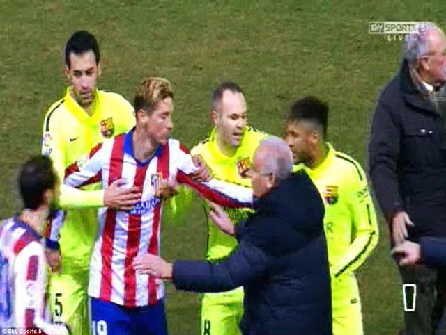 Tình huống Torres lao vào Neymar quyết ăn thua đủ