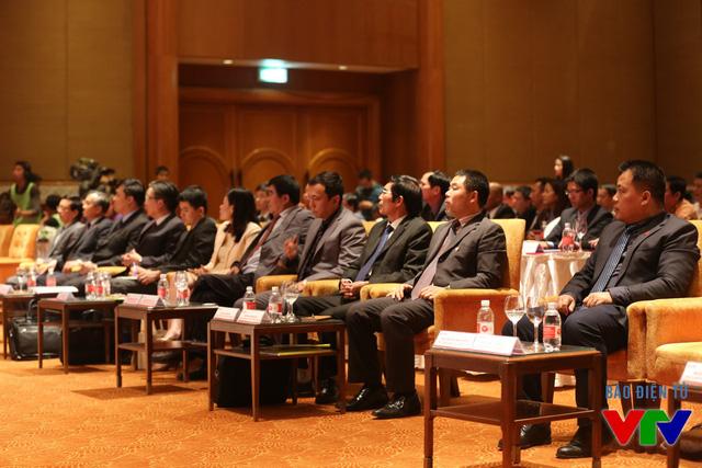 Đại diện các bên có mặt đầy đủ tại buổi lễ kí kết.