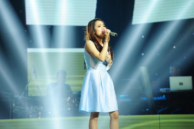 Trần Thị Hằng đến từ Hà Nội trình bày ca khúc Vì anh đánh mất