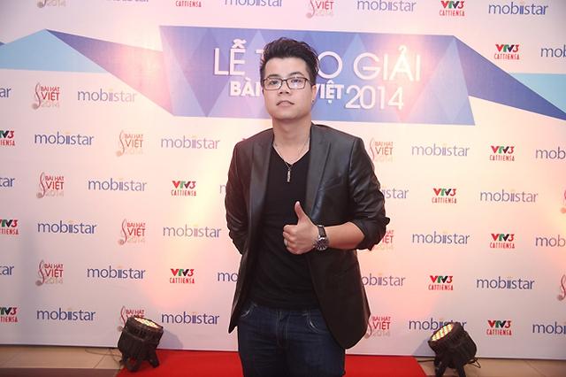 Đinh Mạnh Ninh đã từng giành giải thưởng cao nhất Bài hát của năm trong năm 2012 cho ca khúc Mùa yêu đầu.