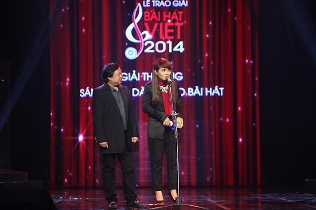 Nhạc sĩ Lương Minh và Lưu Thiên Hương công bố giải thưởng Giải thưởng sáng tạo dành cho bài hát.