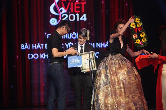 Yêu xa của Vũ Cát Tường đã trở thành Bài hát được yêu thích nhất do khán giả bình chọn của Bài hát Việt 2014.
