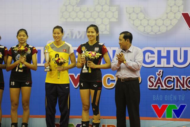 Ngọc Hoa giành giải phụ công xuất sắc nhất cùng Thatdao của Thái Lan