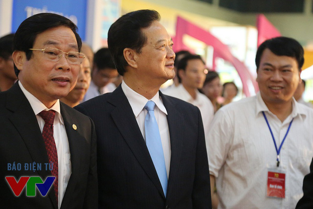 Thủ tướng Nguyễn Tấn Dũng tham quan Triển lãm Thành tựu Kinh tế - xã hội 2015