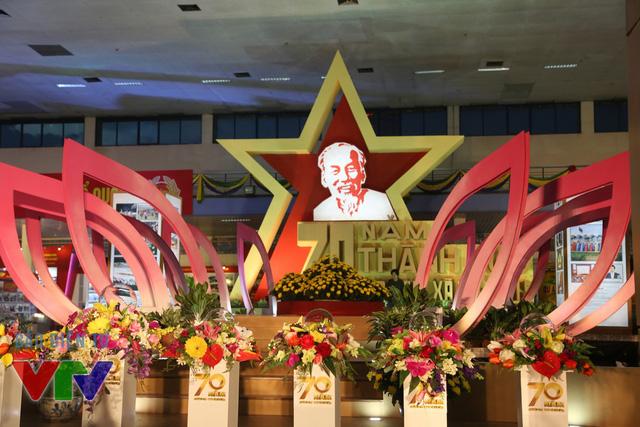 Tối 28/8, tại Trung tâm Hội chợ Triển lãm Việt Nam (Giảng Võ - Hà Nội) đã diễn ra Lễ khai mạc Triển lãm 70 năm thành tựu kinh tế-xã hội.