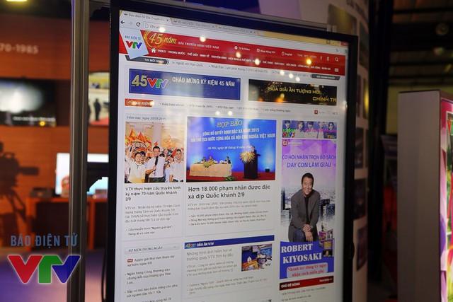 Báo điện tử VTV News lắp đặt màn hình cảm ứng để khách tham quan có thể trải nghiệm trang web ngay tại triển lãm