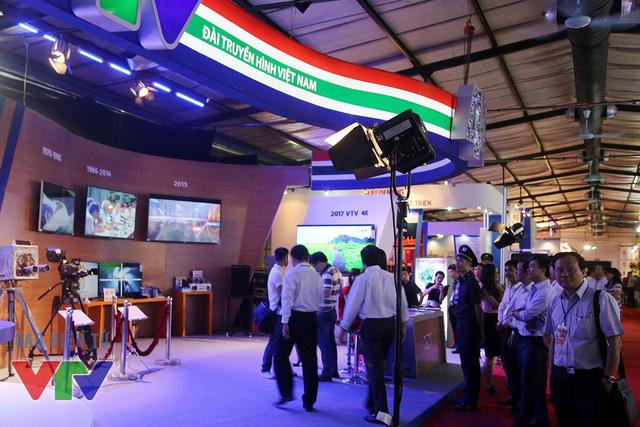 Gian hàng của VTV đã thu hút rất nhiều khách quý tới tham quan