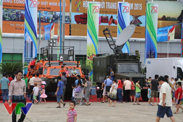 Bộ Quốc phòng đã đem đến trưng bày những mô hình vũ khí, khí tài hiện đại bậc nhất của của Quân đội nhân dân Việt Nam hiện nay.