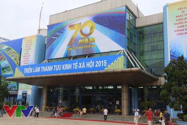 Triển lãm thành tựu kinh tế - xã hội năm 2015 diễn ra tại Trung tâm Hội chợ Triển lãm Giảng Võ