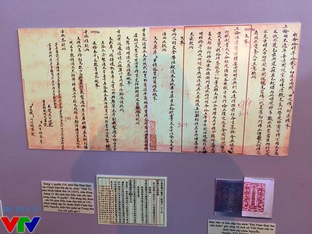 Các phiên bản tài liệu từ hai khối Châu bản và Mộc bản triều Nguyễn.