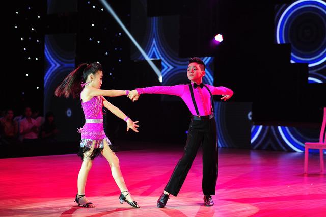 Trung Hiếu nổi trội trong màn nhảy Dancesport.